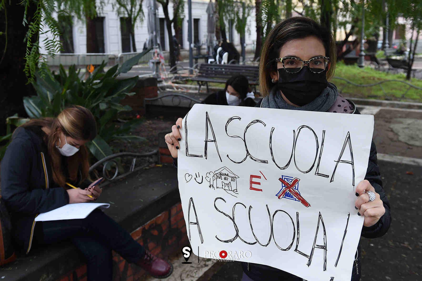 Manifestazione Coordinamento Scuole Aperte Salerno.