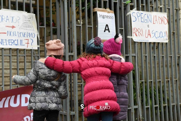 Salerno, Dad all'aperto per protesta - aSalerno.it