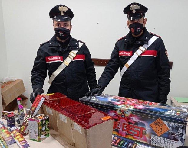 Vendeva botti senza autorizzazione in via Roma, sequestrati 16kg di fuochi - aSalerno.it