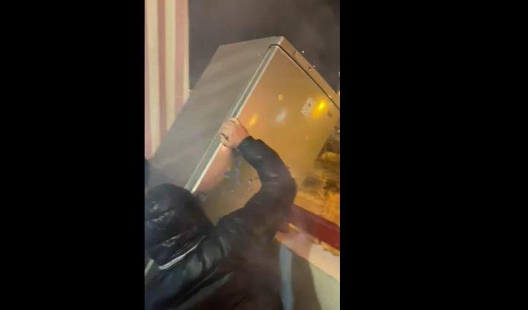 Taranto, bambino spara dal balcone e viene lanciato un frigorifero in strada - aSalerno.it