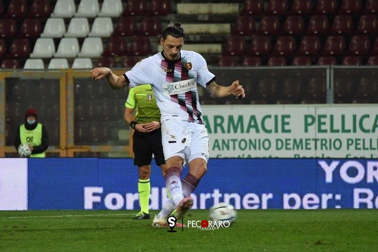 Salernitana, rigore amaro sullo stretto: 0 a 0 con la Reggina - aSalerno.it