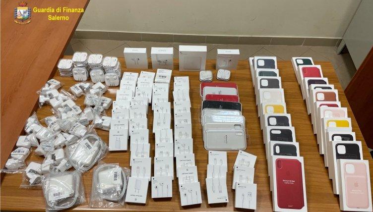 Accessori Apple taroccati in provincia di Salerno, operazione della Finanza - aSalerno.it