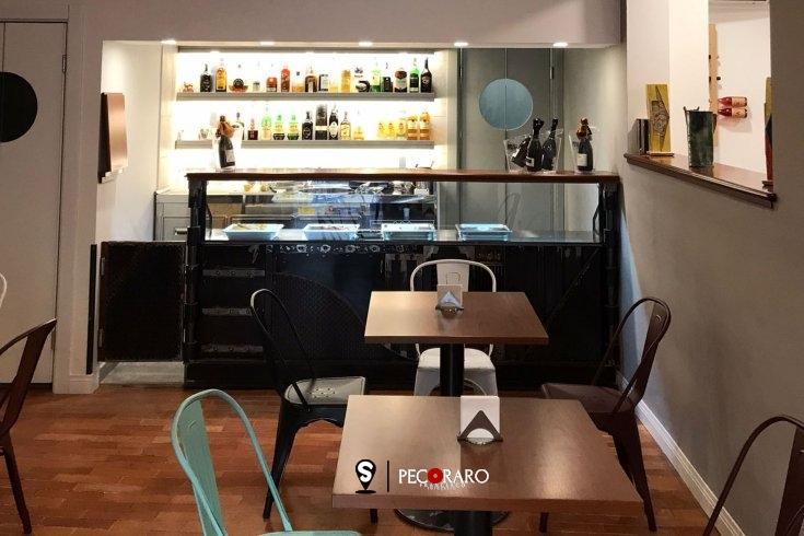 Puntoevirgola raddoppia: il bar frequentato da Mario Carotenuto sfida il Covid con la cultura - aSalerno.it