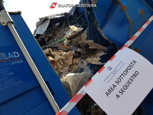 Porto di Salerno, incredibile nei container: nascosti 200 tonnellate di rifiuti - aSalerno.it