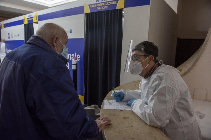 """Il teatro Augusteo si """"trasforma"""" in un centro vaccinale - aSalerno.it"""