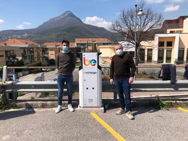 Installate 4 stazioni di ricarica per veicoli elettrici a Giffoni Sei Casali - aSalerno.it