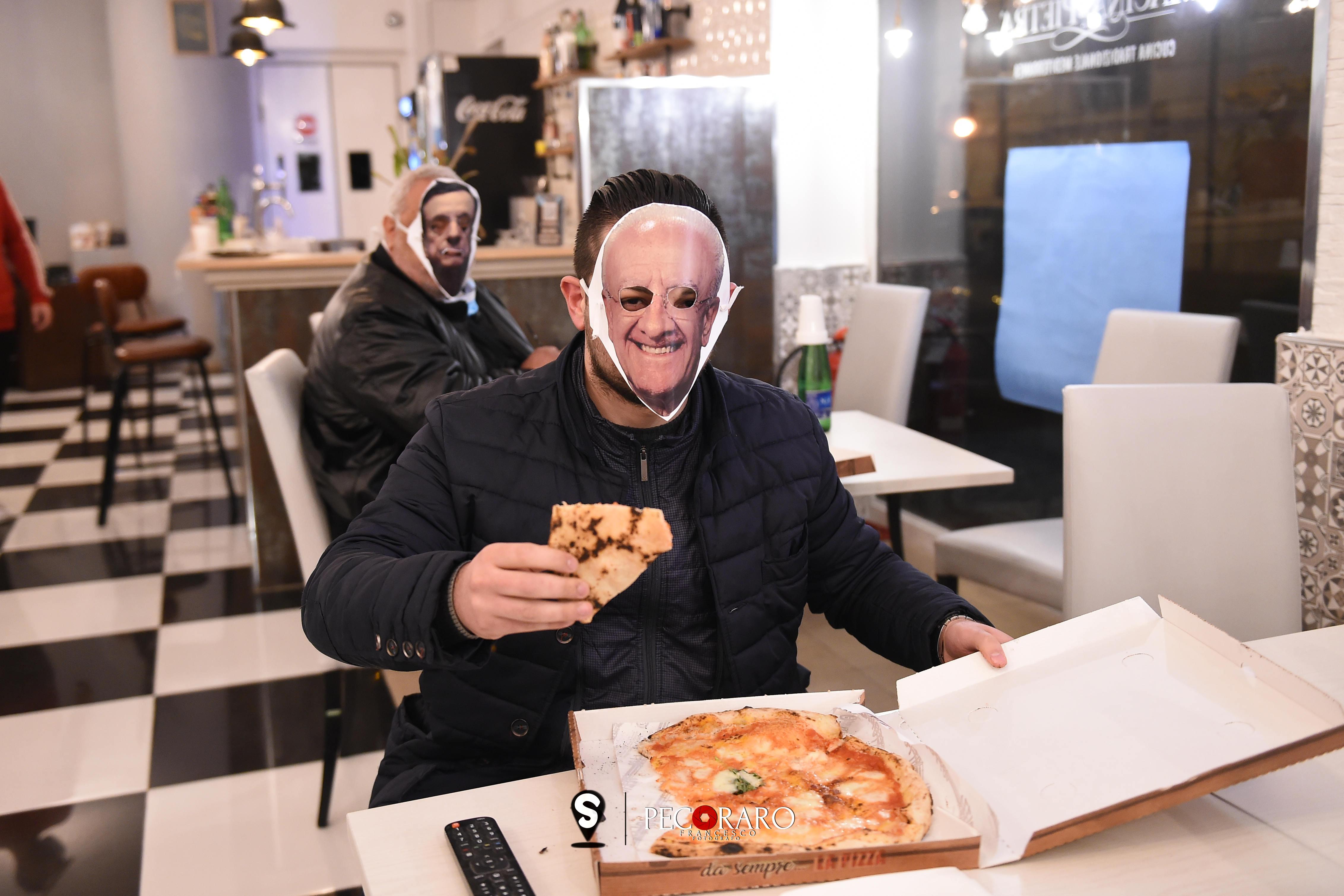 protesta ristoratori in una pizzerai del centro di salerno, arriva la Polizia