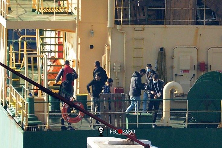 A Salerno una nave con 32 migranti, salvati in Grecia da una imbarcazione turca - aSalerno.it