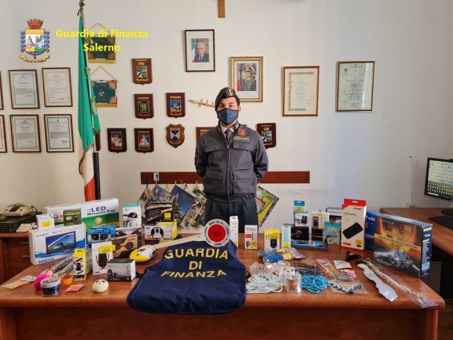 Sigarette elettroniche, mascherine e auricolari: tutto non a norma: maxi sequestro a Cava - aSalerno.it
