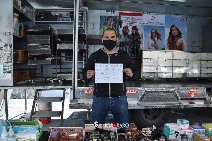 """Salerno, mercato aperto ma solo per protesta: """"Non possiamo vendere"""" - aSalerno.it"""