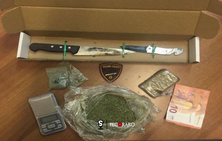 Nella borsetta hashish, coltelli e marijuana: bloccata 45enne a Pastena - aSalerno.it