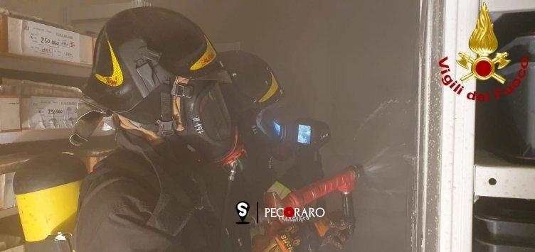 Incendio al deposito del centro postale provinciale di Salerno, indagini in corso - aSalerno.it