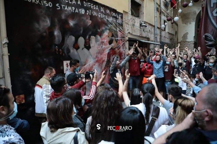 """""""Spalla a spalla"""", nel centro storico un murales per Matteo - aSalerno.it"""