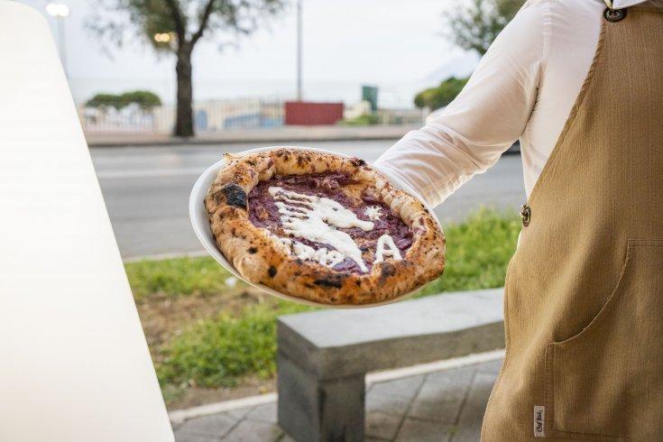 Una pizza gourmet celebrativa dedicata alla promozione in A della Salernitana - aSalerno.it