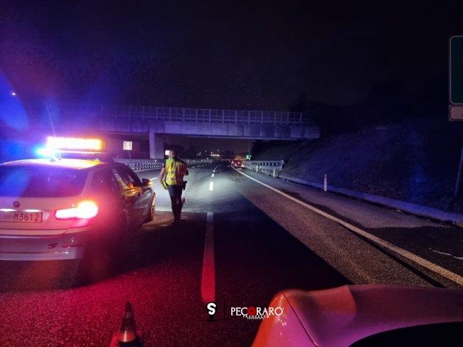 Investito a piedi sull'autostrada, incidente mortale all'altezza di San Mango Piemonte - aSalerno.it
