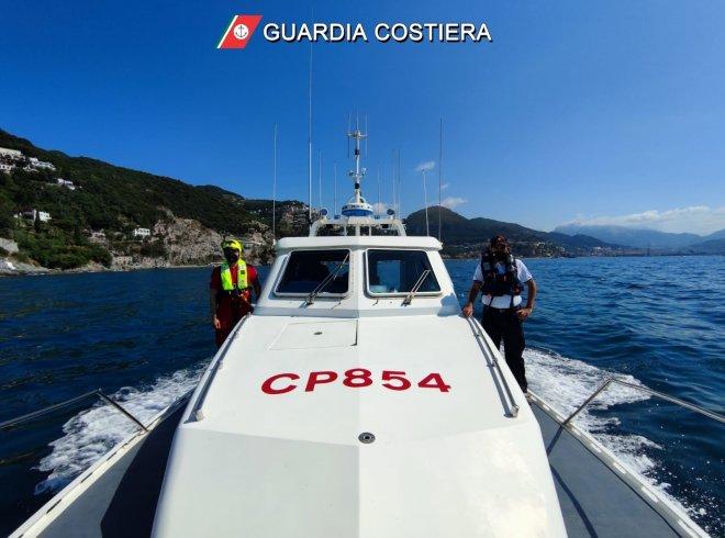 Domenica di fuoco: 14 persone soccorse dalla Guardia Costiera - aSalerno.it