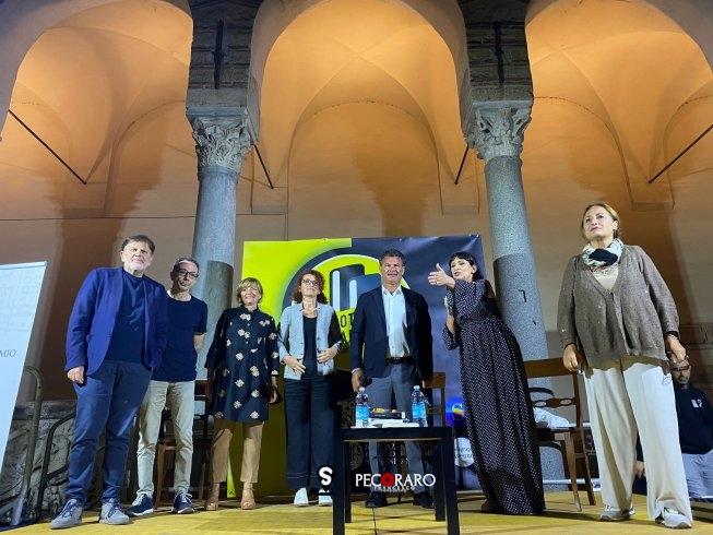 """Lo scrittore sardo Pulixi vince il Premio Barliario con """"L'isola delle anime"""" - aSalerno.it"""