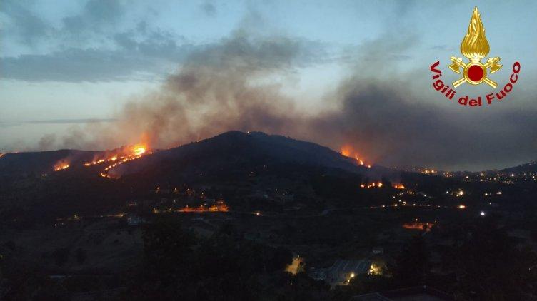 Incendio su Agropoli, diverse ore per domare le fiamme - aSalerno.it
