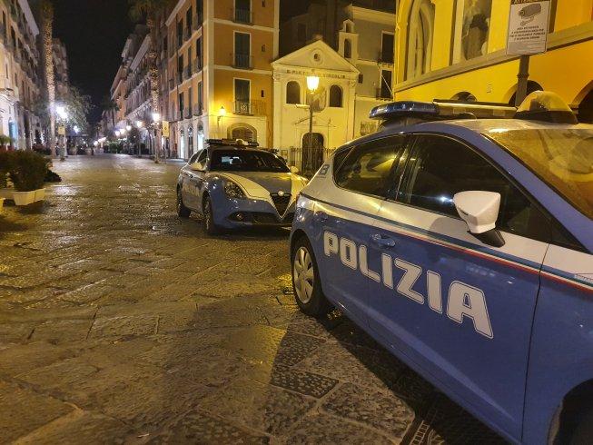 Lite tra gestori di bar in via Mercanti, 7 persone denunciate dalla Polizia - aSalerno.it