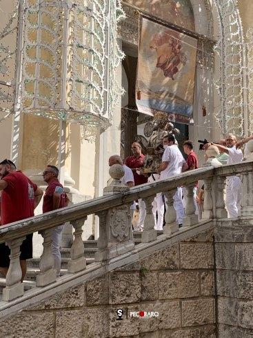 San Matteo lascia la Cattedrale, direzione Piazza della Libertà per il Solenne Pontificale - aSalerno.it