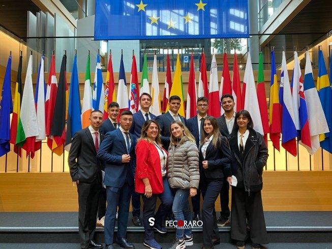 Tirocini a Bruxelles con l'europarlamentare Lucia Vuolo - aSalerno.it